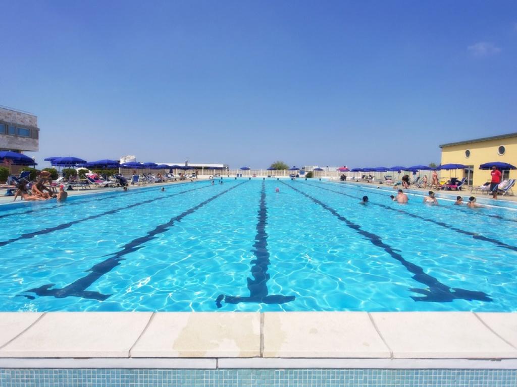 Piscine albergo hotel piscina tirrenia grand hotel for Hotel disney avec piscine